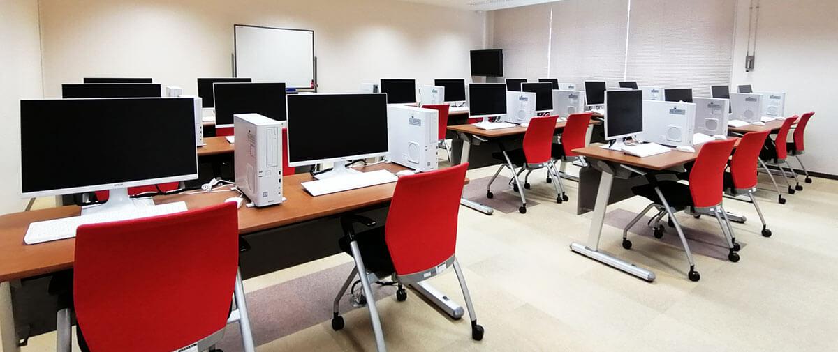 うるま市IT事業支援センター パソコン室